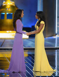The final two contestants. Miss California on the left and Miss New York, the eventual winner, on the right. Those gown colors make my mouth water!