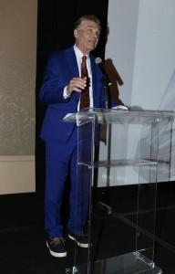 Host Fred Willard, greeting the crowd. Photo by Alex Wyman.
