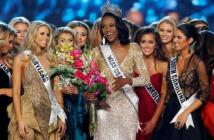 Deshauna Barber (C) of the District of Columbia celebrates with other contestants after being crowned Miss USA 2016 during the 2016 Miss USA pageant at the T-Mobile Arena in Las Vegas