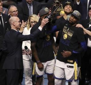 Ungrateful Kevin Durant just grabbing the trophy from Adam Silver in 2018...
