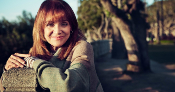 valerie-harper-laid-to-rest-in-l-a-as-daughter-gives-speech-during-funeral__909235_