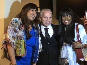 The Pointer Sisters making a fan's day!  Photo by Karen Salkin.