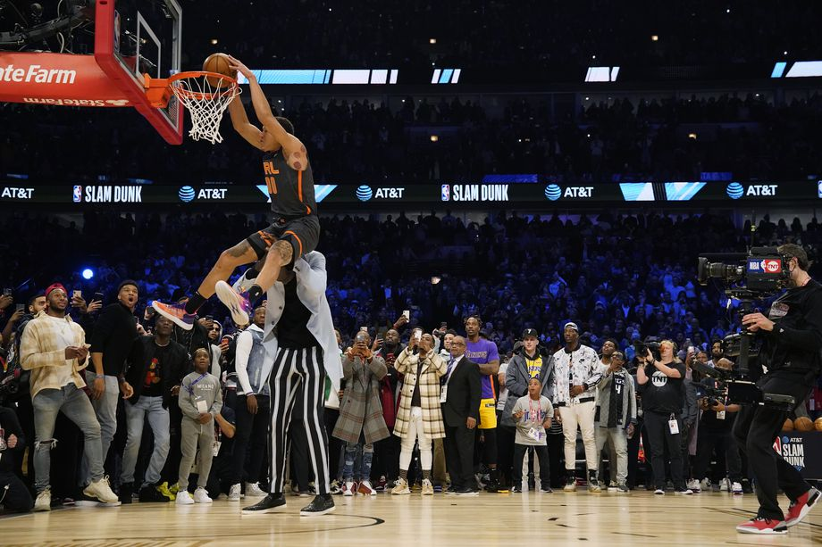 Aaron Gordon, jumping over Tacco Fall!!!  And he didn't win! That's a shonda!