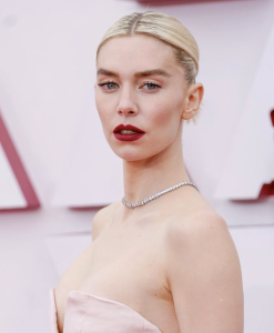 Why would lovely Vanessa Kirby choose this uber-severe look?  I don't get it. Unless she wanted to match the depressing mood of the evening.